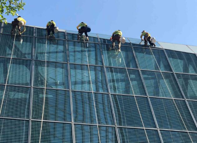 张家港高空玻璃清洗公司