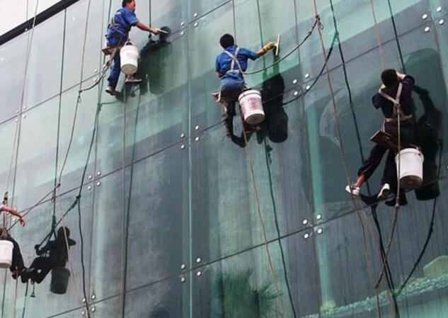 太仓高空玻璃清洗